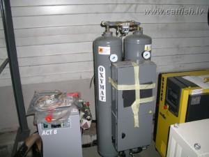 Монтаж генератора кислорода и озона на УЗВ, на которой разводят осетров на черную икру